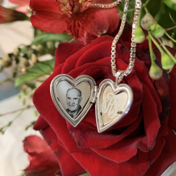 PicturesOnGold.Com Photo Locket: The Perfect Gift for Valentine's Day #Giveaway